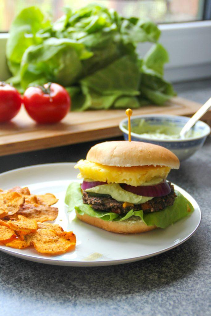 bohnen burger mit avocado mayo dip veggie jam. Black Bedroom Furniture Sets. Home Design Ideas